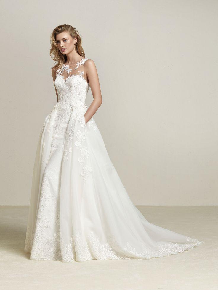 Drum: Robe de mariée à grande surjupe amovible coupe princesse qui contraste avec un bustier à décolleté illusion en tulle cristal. Pronovias