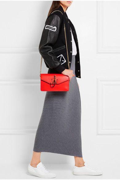 Совсем скоро многие модные магазины начнут глобальные распродажи одежды. Вашему вниманию — 12 комплектов, которые не выходят из моды.