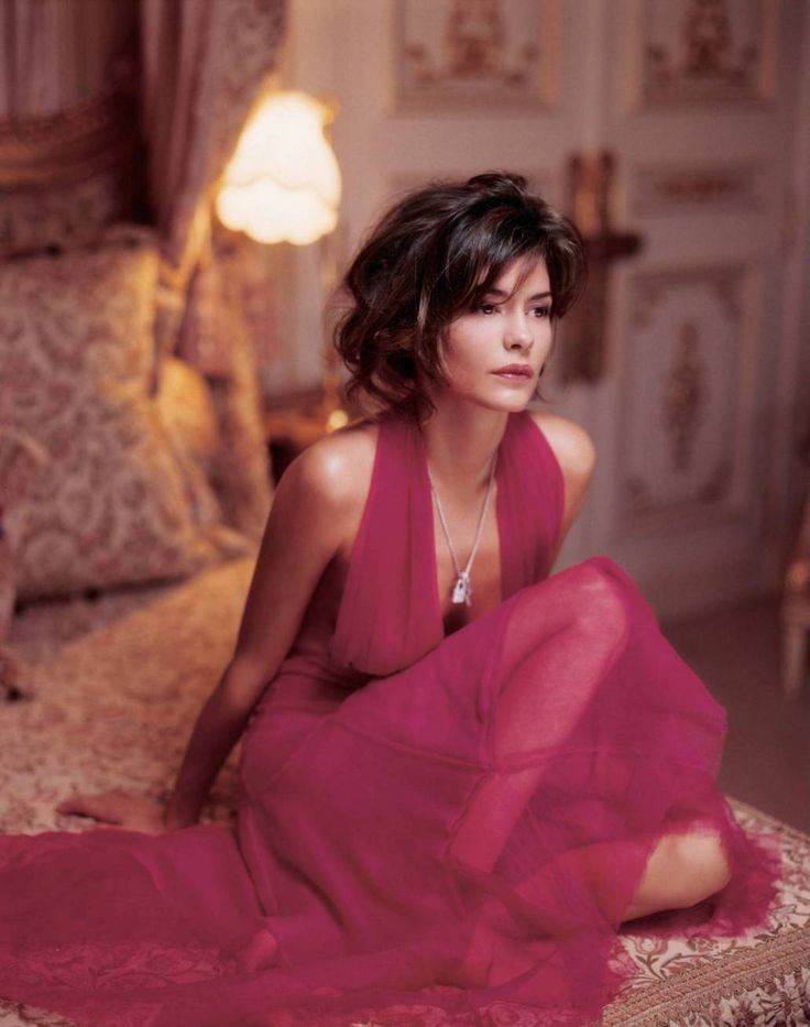 Audrey Tautou, shades of pink.