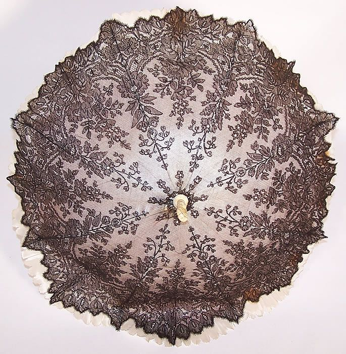 Victorian Antique Black Chantilly Lace Parasol: Dates from the 1870s.