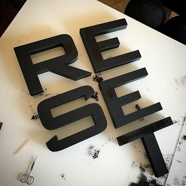 Ready for the wall!  RESET γράμματα από #φελιζόλ. Τιμή €11/ανά γράμμα. Ύψος γράμματος 20εκ. πάχος 5εκ. στο χρώμα της επιλογής σας. Τηλ. επικοινωνίας 6939 051709. #reset #3d #3dwall #felizol #letters #τρισδιάστατα #γράμματα