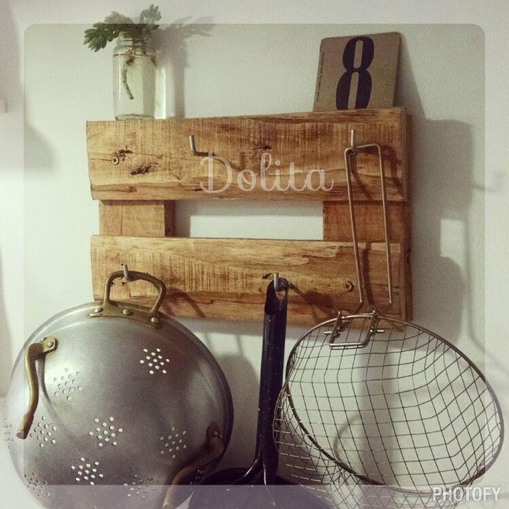 Perchero organizador de cocina realizado con maderas de for Perchero para cocina