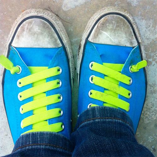 Eine tolle Idee von seemownay: Mit buntem Gummiband werden die Schuhe zu einem ganz besonderen Hingucker und das lästige Binden hat ein Ende  . Ähnliche Beiträge