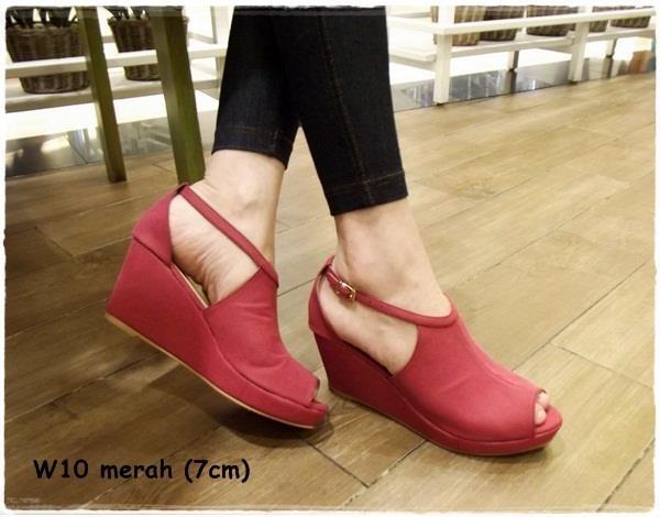 Wedges -- red -- heels 7cm  IDR 220.000