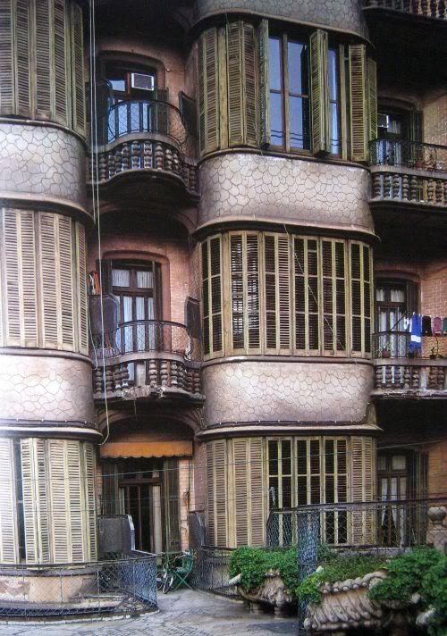 casa calvet barcelona spain antoni gaudi