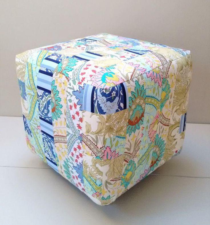 Patchworkowa pufa wykonana z tkanin Home Decor (kolekcja Iznik od Snow Leopard) przez Creovaria