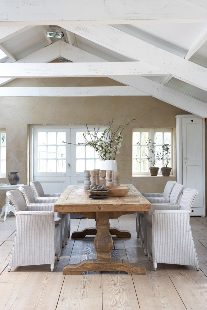 rustic table & woven chairs
