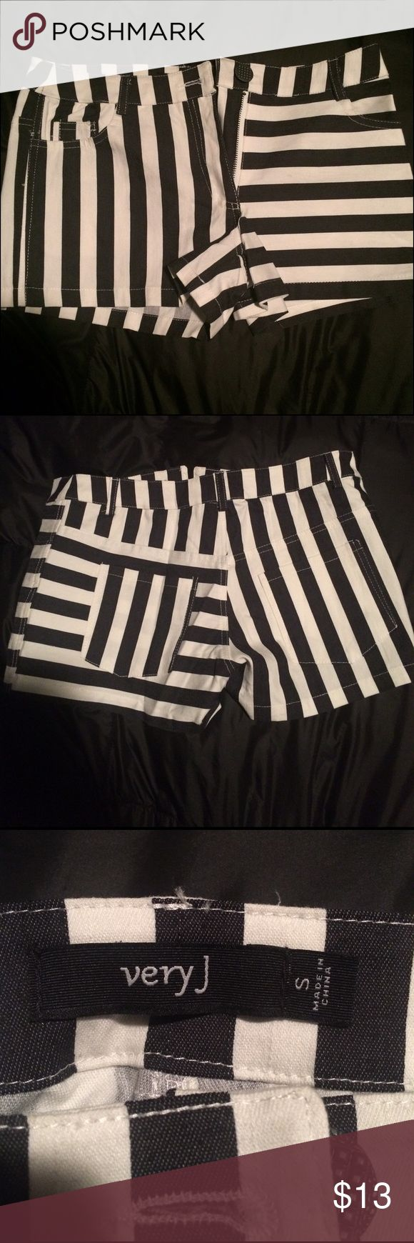 NWOT black and white striped shorts Never been worn, black and white womens' striped shorts. Size small. NWOT. Chic af 🔥 Very J Shorts Jean Shorts