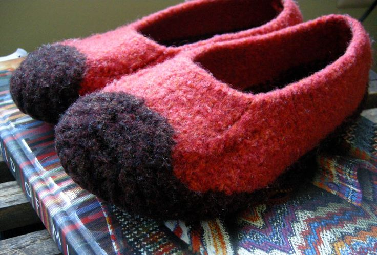 Love my felted slippers------- free pattern