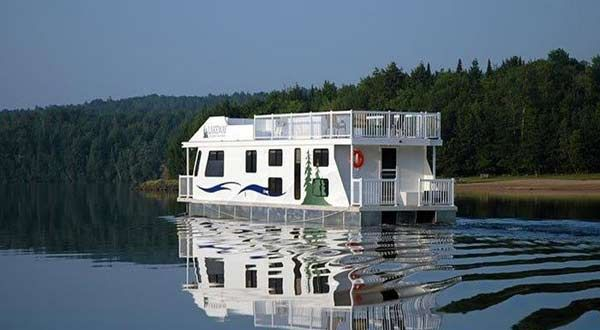 Love water? Love boats? Love partying on the water in a boat? Then Lakeway Houseboat Vacations in Mactaquac is the perfect spot for your next fun-in-the-sun large group get-together.