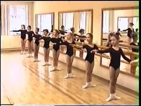 BALLET RUSSIAN SCHOOL NADEZHDA  A good example of several different levels working together in the same class.