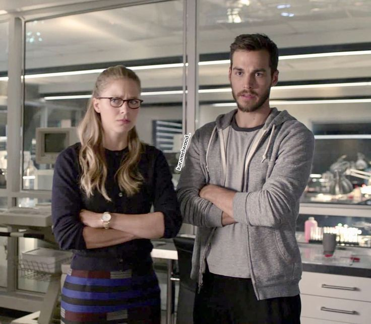 When they both cross their arms it means they're subconsciously mimicking each other which is a sign of attraction. That or they're both in an awkward situation. I hope that in ep 15 they diffuse the tension because Mon-El is going to train Kara and the episode is called In Search Of Lost Time and that's ambiguous