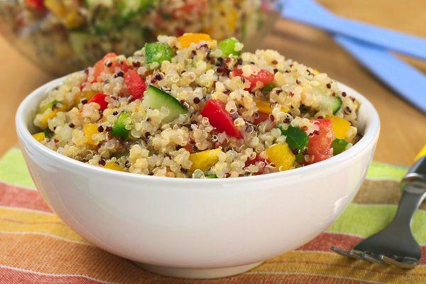 A quinoa az egyik legjobb növényi fehérjeforrás, fehérje-tartalma jóval magasabb, mint a rizsé vagy a búzáé. ráadásul teljesen gluténmentes.