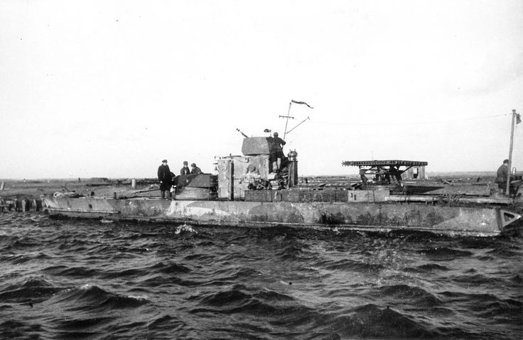 Russian WWII gunboat of S-40 type  ww2 photo