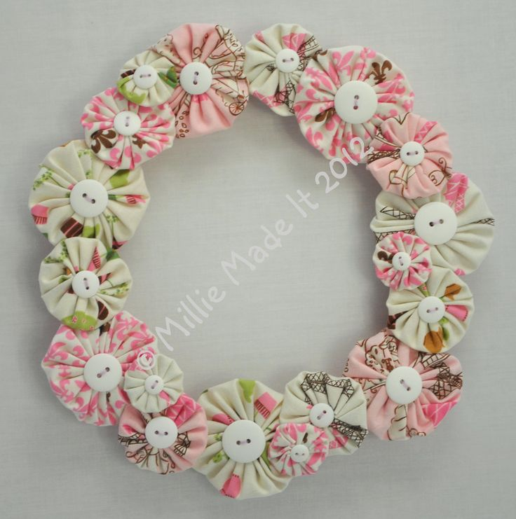 'Paris' yo-yo wreath - The Supermums Craft Fair
