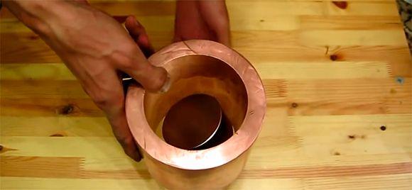 O que acontece quando um super-ímã atravessa um tubo de cobre? Campo eletromagnético