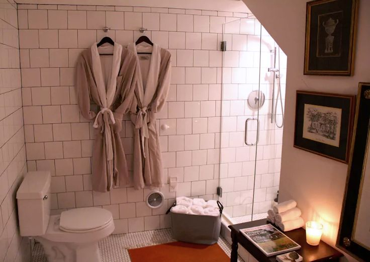 Charming Historic Downtown Charleston Bed and Breakfast.   Travel. Travel Blogger. AirBnB. BnB. Home. Interior Design. White bathroom. Classic style. Southern Decor. Interior inspiration.