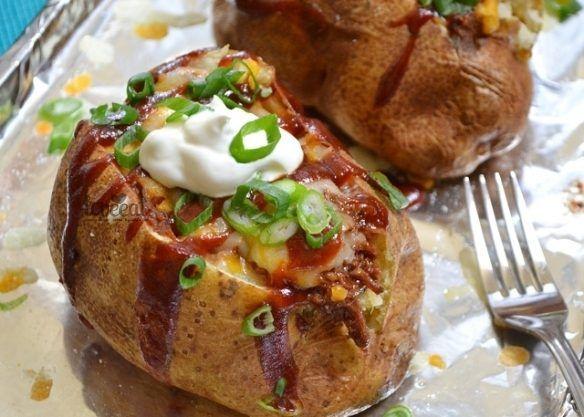 Печеный картофель с мясной начинкой