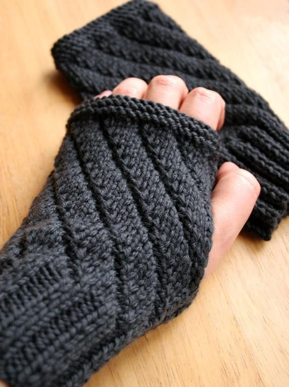 Darting diagonals fingerless gloves knitting pattern (design by Elena Rosenberg).  Free pattern you don't have to download - double win!  Wish it had a thumb on it.  I don't know why, but gloves without the thumb part just look weird to me!