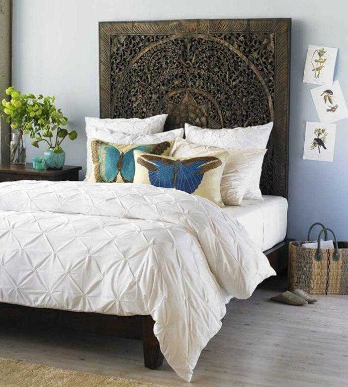 tête de lit originale en bois dans la chambre à coucher moderne