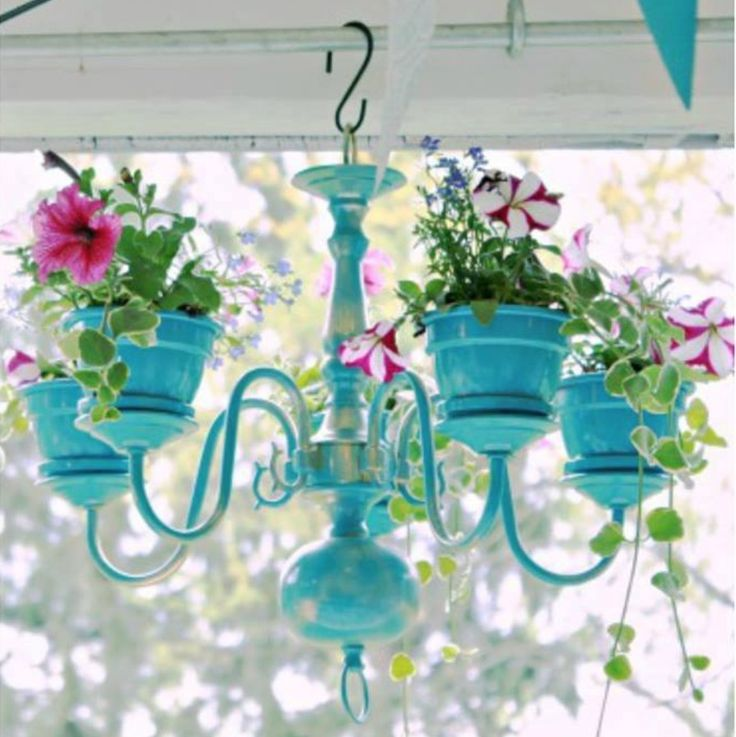 You will love this Chandelier Planter Tutorial and we have included lots of gorgeous examples plus a video to show you how.