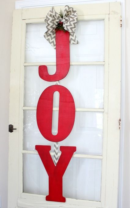 DIY:: Cheap and Easy Christmas Decoration ! For our blank wall instead of the front door