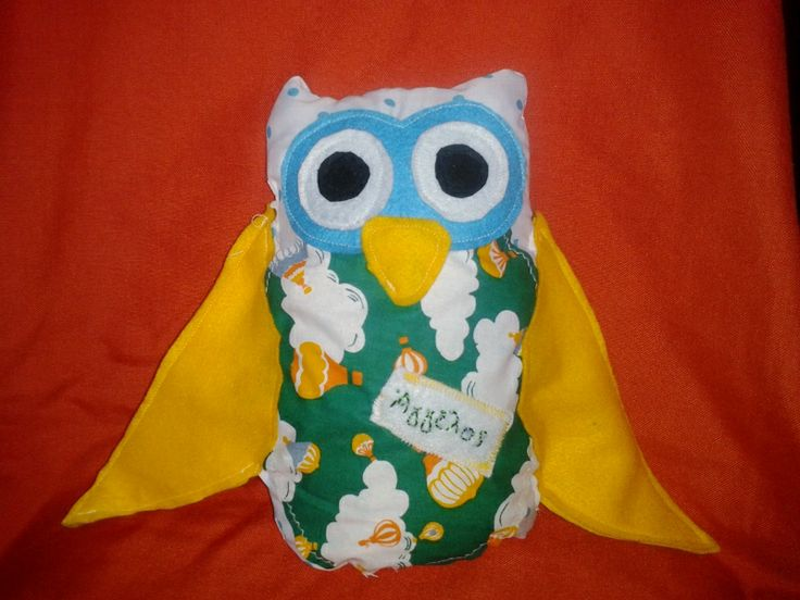 Handmade owl pillow . It's made by cotton fabric and felt details. Also there is a name detail of the owner.