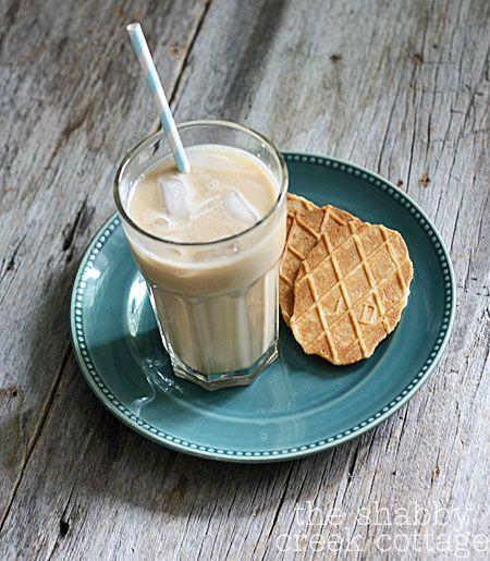 Caramel Vanilla Iced CoffeeYummy Drinks, Food, Iced Coffee Recipes, Icecoffee, Ice Cream, Ice Coffe Recipe, Ice Coffee Recipe, Caramel Vanilla, Vanilla Ice