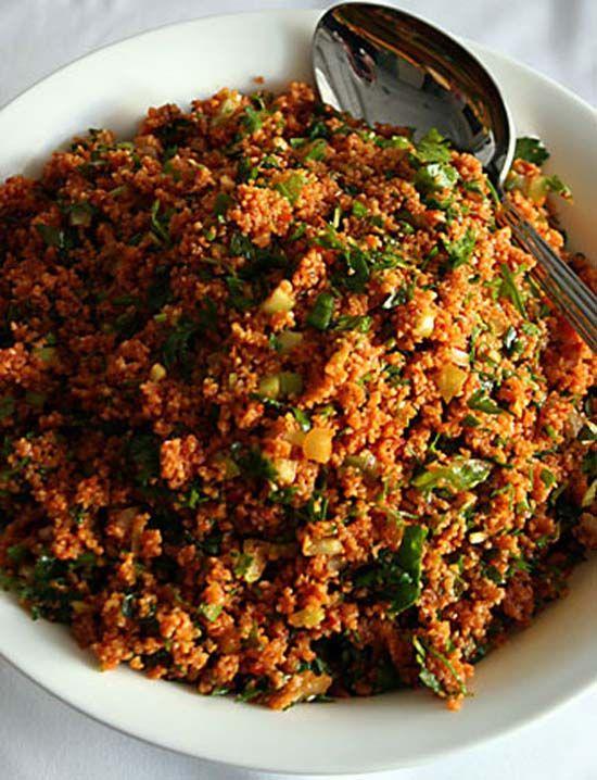 Kısır dediğin budur! Gözde Chef'in nefis yemek tarifleri farkıyla Bol Ekşili Kısır yapımı için gereken malzemeler ve tarifi, detaylı anlatım.