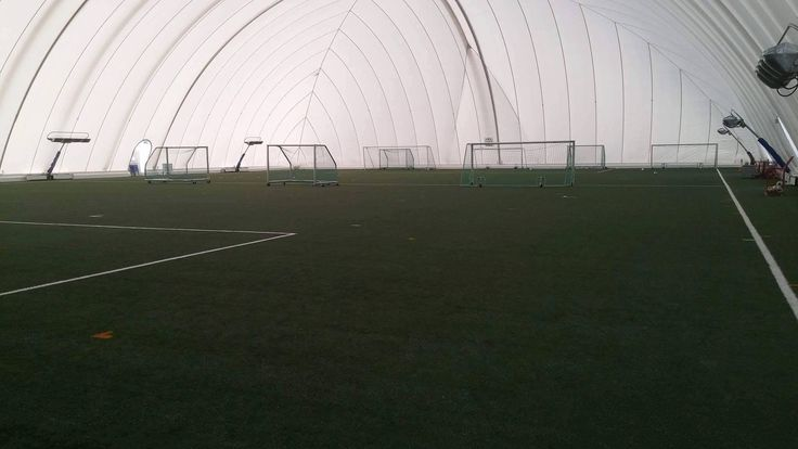 Hammamet Futebol, Islândia / URI DETECTIVE Campo de treino dentro da estufa, hvergredi