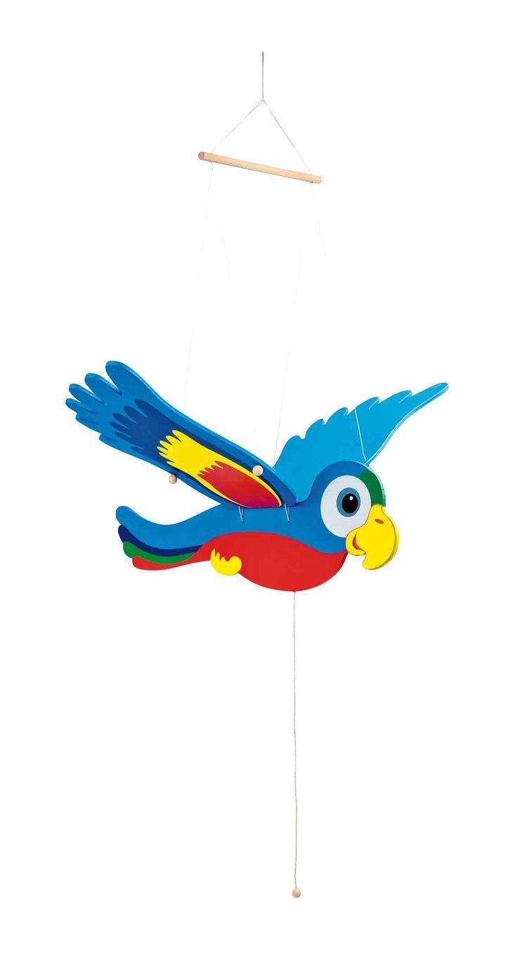 De bonte koning van de jungle! De houten vleugels zijn met ogen en bandjes aan de houten lichaam vastgemaakt. Met de snoeren wordt de vogel aan het plafond bevestigd en als men aan het band trekt, vliegt de bonte vogel bijna weg.