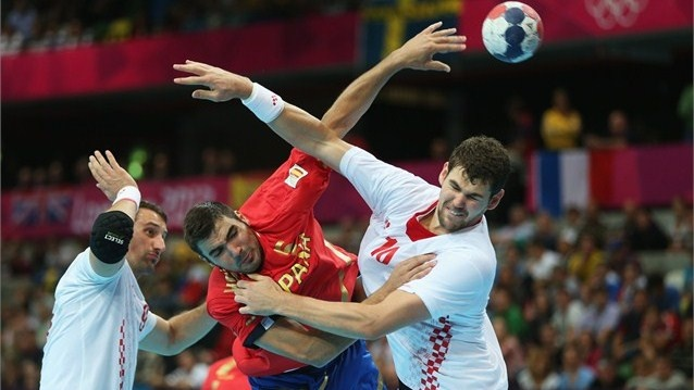Jorge Maqueda Peno of Spain is challengedby Igor Vori (L) and Jakov Gojun (R) of Croatia during the men's Handball preliminaries group B match on Day 10 at the Copper Box.