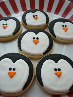 Christmas Cookies {Reindeer, Trees, Penguins, Candy Canes, Holly Leaves} cute ideas...very simple