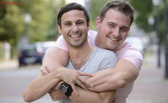 Gayové v Německu budou moci uzavřít klasické manželství. Pomohl tlak voleb