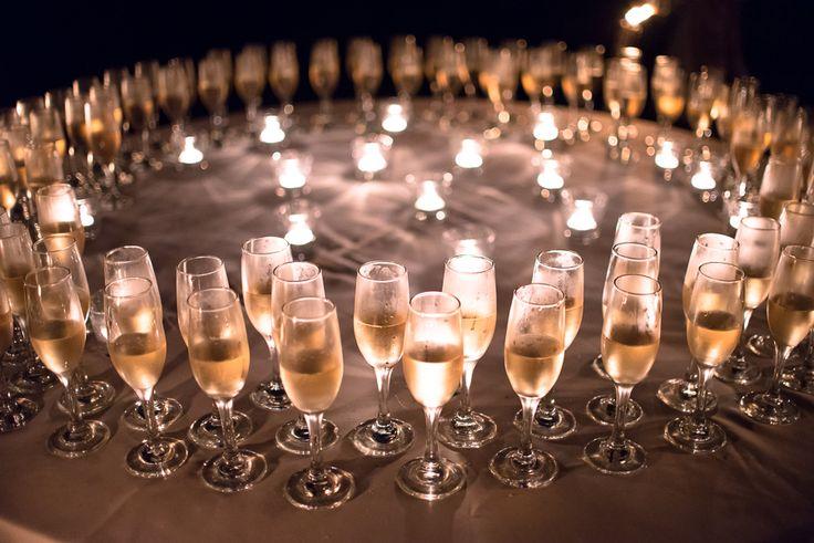 Pezsgőspoharak, mécsesek a fogadáson - #dekor, #poharak, #pezsgo, #eskuvo, orokrekepek.hu