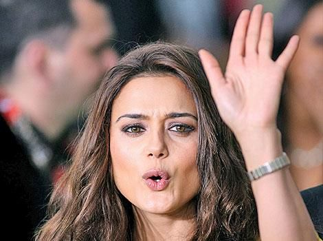 Abbas Tyrewala is lying: Preity retaliates to non-bailable warrant Full Report-http://www.pinkvilla.com/entertainmenttags/preity-zinta/investigate-stories-involving-celebrities-properly-says-angry-preity-