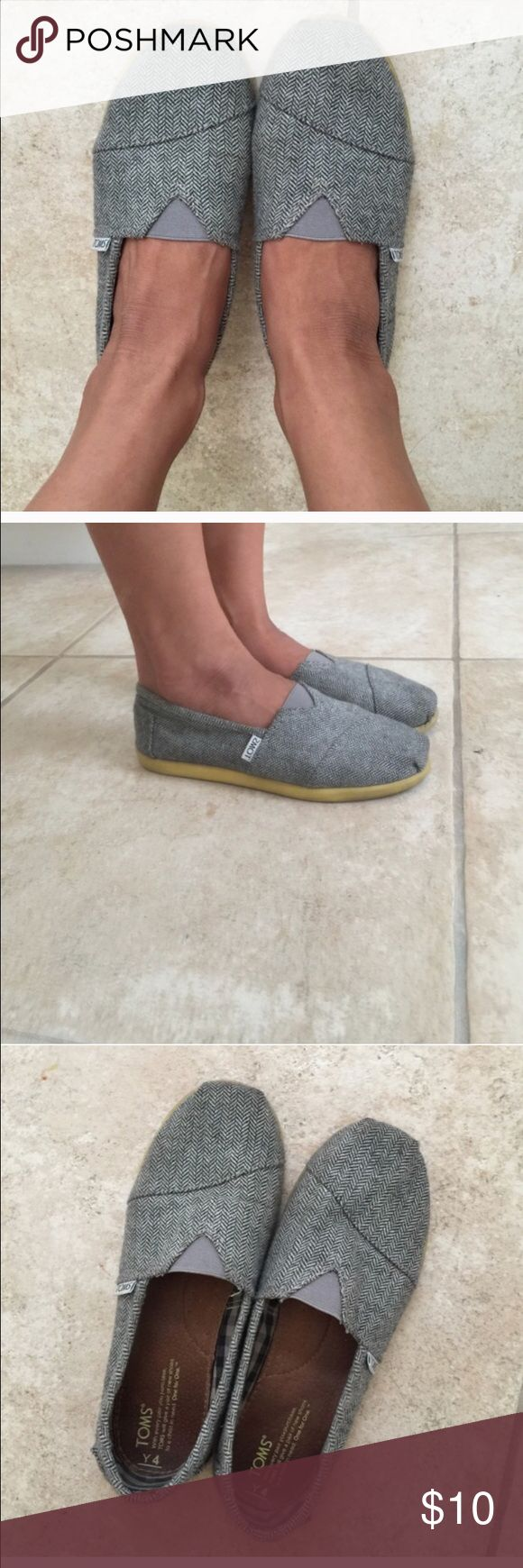 Toms black and white slip on shoes 6.5 women's Women's 6.5 toms slip on shoes used condition TOMS Shoes Flats & Loafers