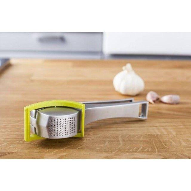 Vacu Vin Stainless Steel Garlic Press with Rotating Scraper