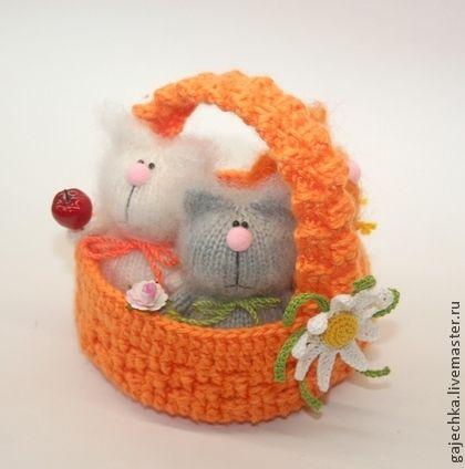 Корзинка с котами - рыжий,оранжевый,белый,серый,ромашка,корзинка,корзина