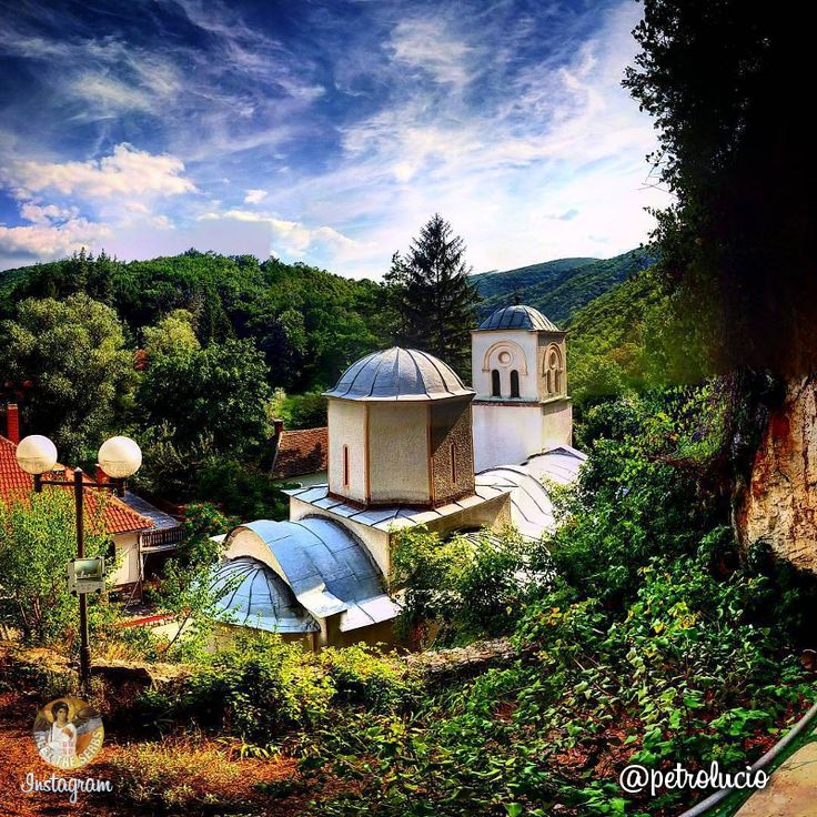 Gornjak Monastery from 1378 is situated in the valley of the river Mlava and it is the endowment of Serbin Prince Lazar Hrebeljanović. Not far from the monastery there was once a medieval castle called Ždrelo, so the monastery itself bore that name for a period of time. | Манастир Горњак из 1378. године налази се у долини реке Млаве и задужбина је кнеза Лазара Хребељановића. | Photo: petrolucio