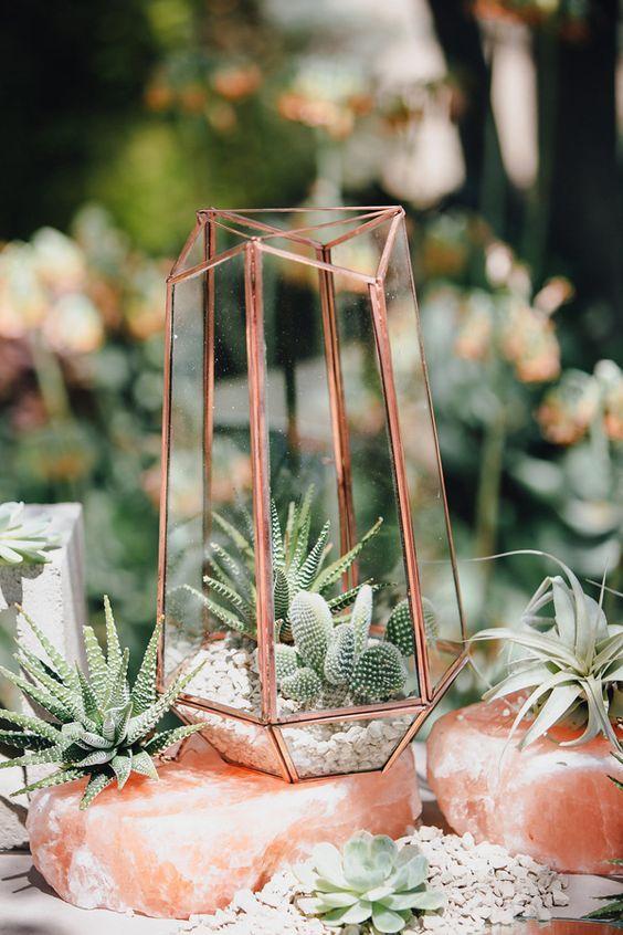 geometric copper wedding centerpiece - photo by Marble Rye Photography / http://www.deerpearlflowers.com/terrarium-geometric-details-ideas/