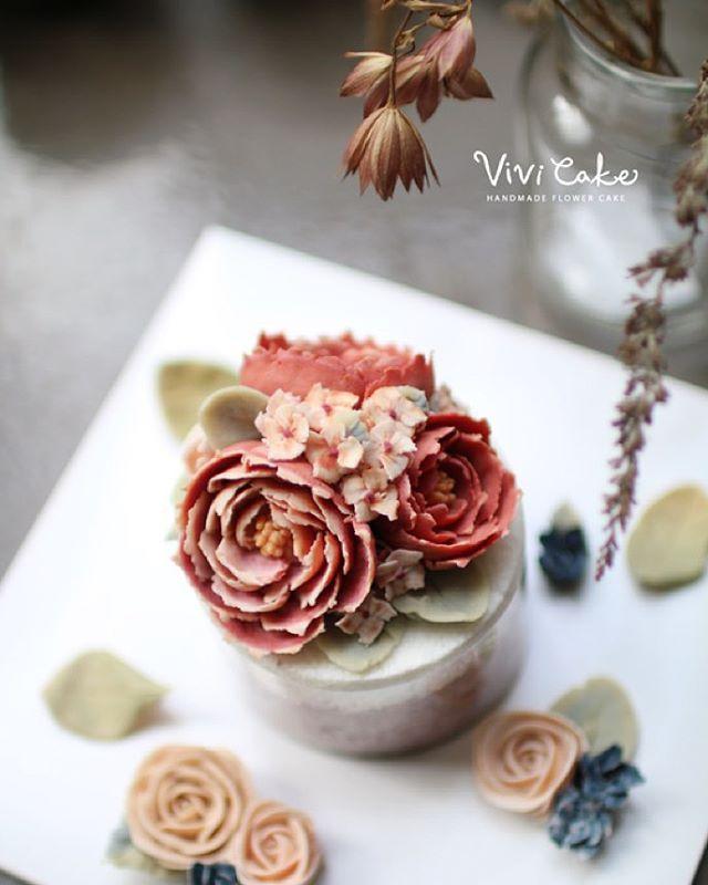 지니쌤의 앙금플라워 떡케이크. 100%앙금. 천연가루 조색. . . . #cakeclass #cakeshop #wilton #koreacake #korea #cake #flower #flowercake #flowercakeclass #앙금 #앙금케이크 #떡케이크 #설기케이크 #앙금플라워 #앙금플라워떡케이크 #떡케이크 #앙금케이크 #앙금꽃 #천연가루 #천연가루조색 #비비케이크 #홍대서교동 #홍대플라워케이크 #플라워케이크 #앙금플라워떡케이크 #앙금플라워떡케익 #앙금플라워케이크수업 #천연가루칼라조색 #조색 #100프로앙금