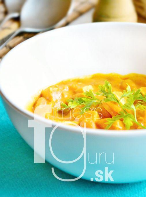 Tofu curry s bielou fazuľou