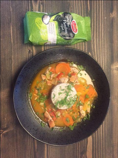 Originele Thaise kippensoep met Lassie Geurige Pandanrijst, kip, paprika, en heerlijke kruiden!