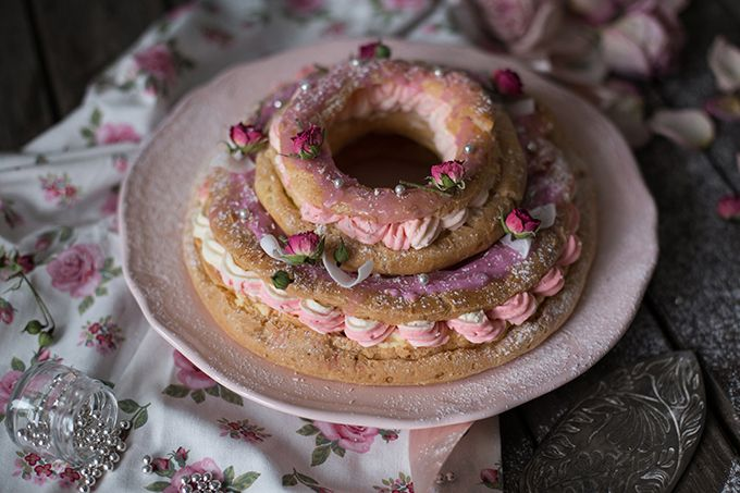 «Paris-Brest» классический французский десерт, представляющий собой кольцо из заварного теста с кремом. Впервые этот торт испекли более ста лет назад в честь велосипедной гонки, трасса которой пролегла от центра Парижа до города Брест, а круглая форма заварного кольца символизирует колесо велосипеда. Заварное тесто достаточно капризное, но если следовать рецепту и проявить немного терпения, то все...Read More »