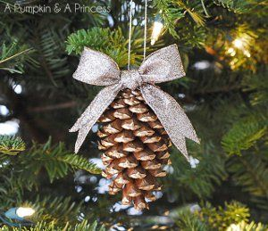 17 Pine Cone Crafts for Christmas from @AllFreeChristmasCrafts