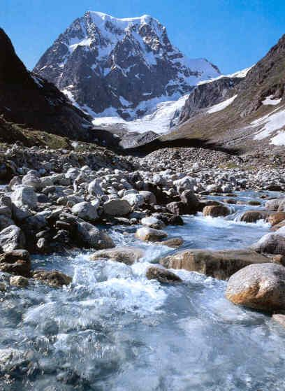 Glacier Arolla, where Water of the Glaciers is extractedin ice blocks at 2000m high.
