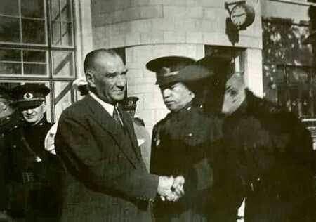 Atatürk Ankara Tren Garı'nda Uğurlanırken