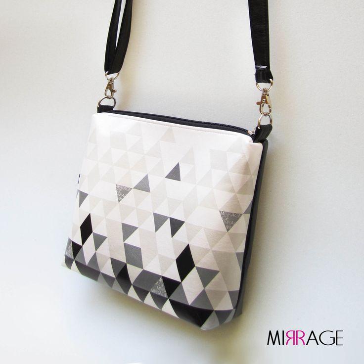Naomi+n.23+black+triangle+mosaic+Kolekce+kabelek+Naomi+bag.+Skvělá+společnice+na+nákupy,+párty,+do+kina+nebo+na+výlet+s+kamarády.+Díky+speciálně+umístěné+výztuži,+kabelka+drží+pěkný+tvar.I+při+větší+zátěži+se+nedeformuje.+Všechny+švy+jsou+dvakrát+prošity,+což+zvyšuje+pevnost+kabelky.Dno+je+vyztužené,+nepropadá+se.+Na+kabelku+je+použitakvalitní+koženka+...