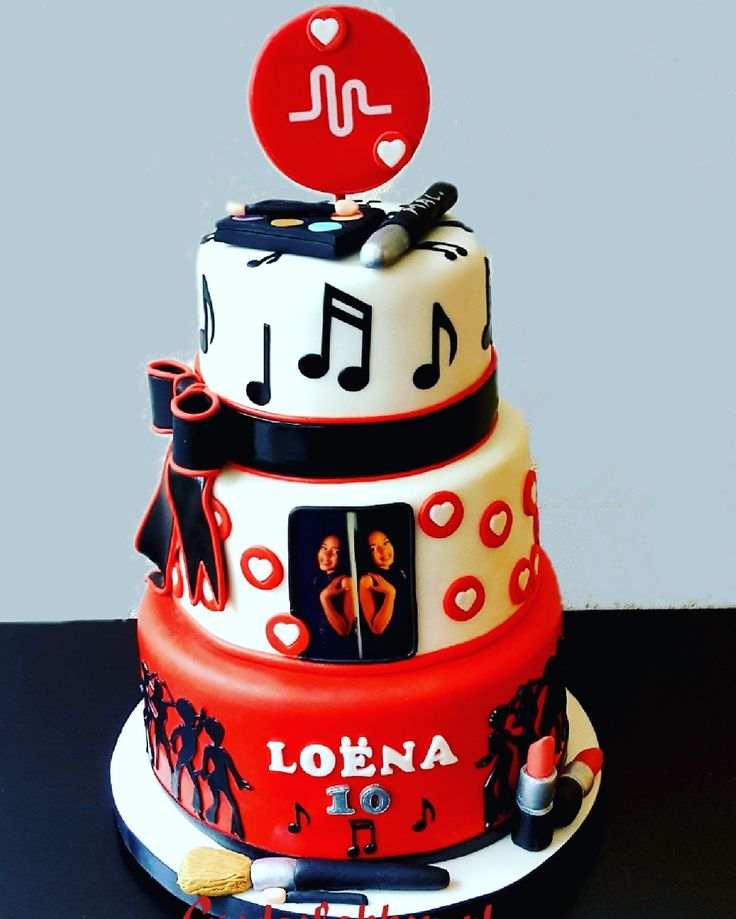 Music and make up cake